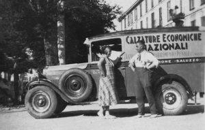 Autoveicolo con pubblicità di Calzature prodotte dai carcerati