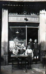Latteria - Via Confalonieri, Quartiere Isola - 1920 circa