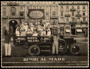 Piazza Duomo - partenza per la colonia marina - anni '30
