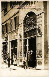 Vetrina del negozio Fantappiè dal 1870 - Firenze 1910 - 1915