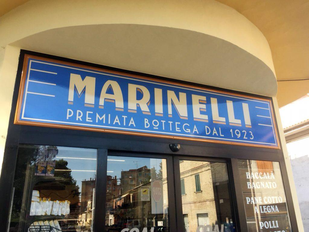 insegna per il negozio di alimentari Marinelli di Osimo