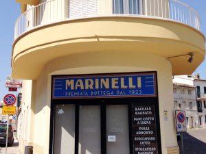 insegna sopra-vetrina per il negozio di alimentari Marinelli di Osimo