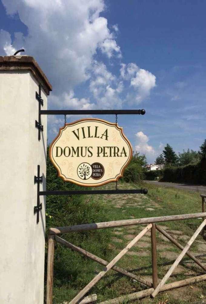 insegna a bandiera per azienda vinicola prodotta da insegne antiche