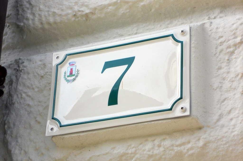 targhetta numero civico alluminio prodotta da insegne antiche